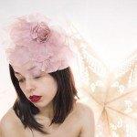 Tocado con gran flor en cor rosa cuarzo para ceremonias