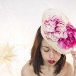 tocado con flores en tons rosados para ceremonias