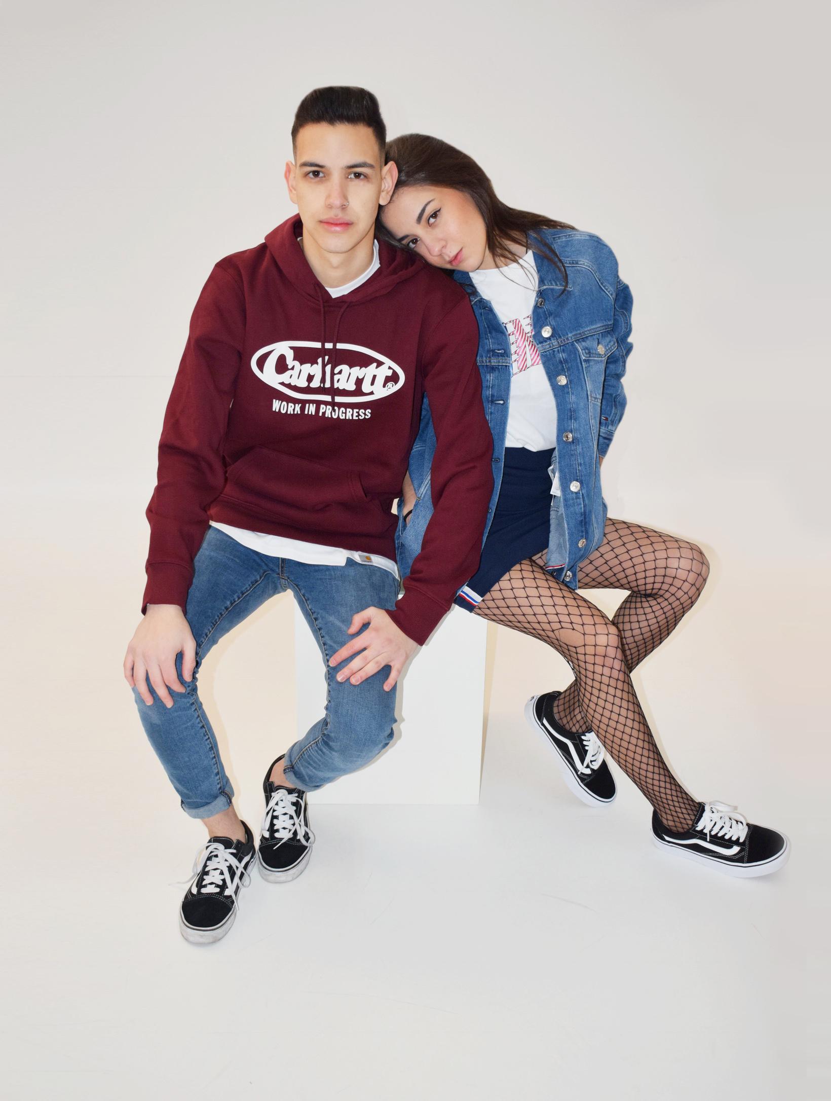 Outfit pareja chico y chica vaquera rojo