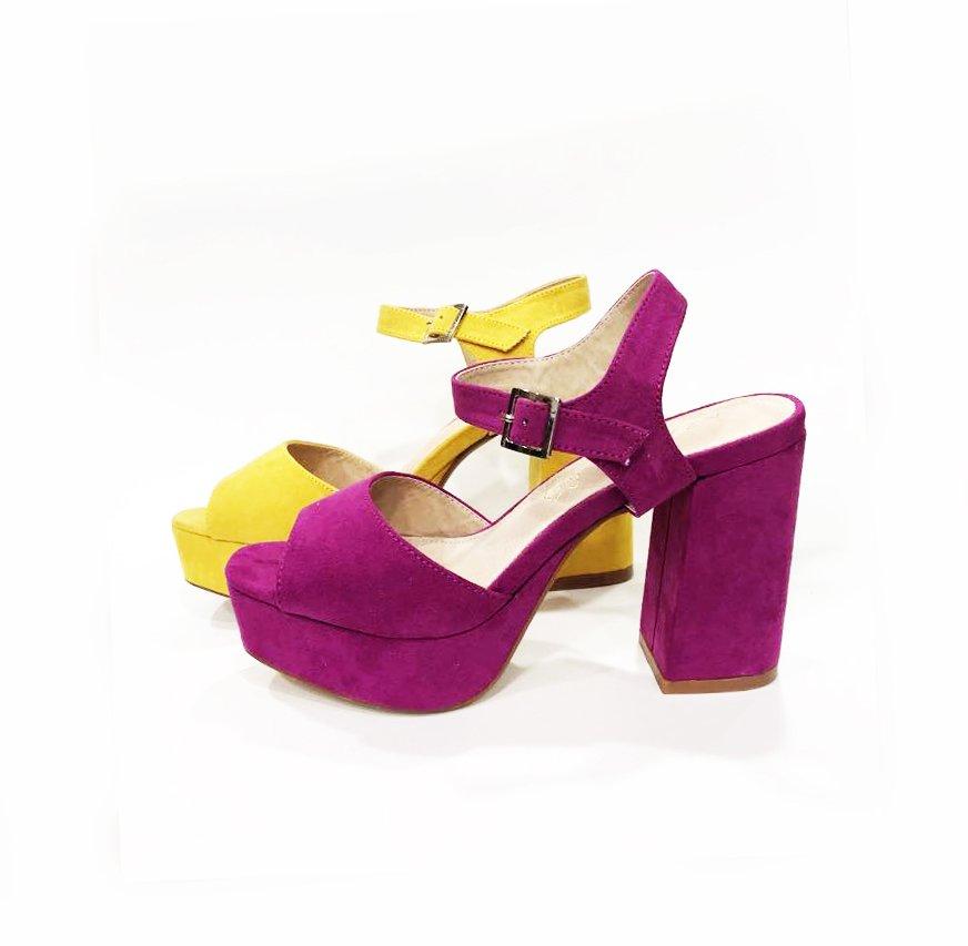 Zapatos Azarey violeta y amarillo tacón cuadrado