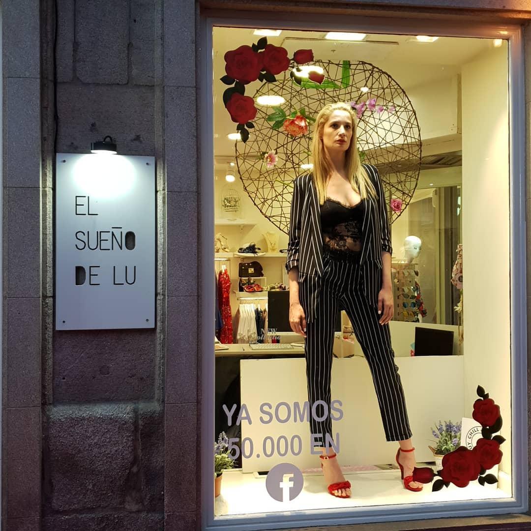 Escaparate sueño de lu tienda de moda en Ourense