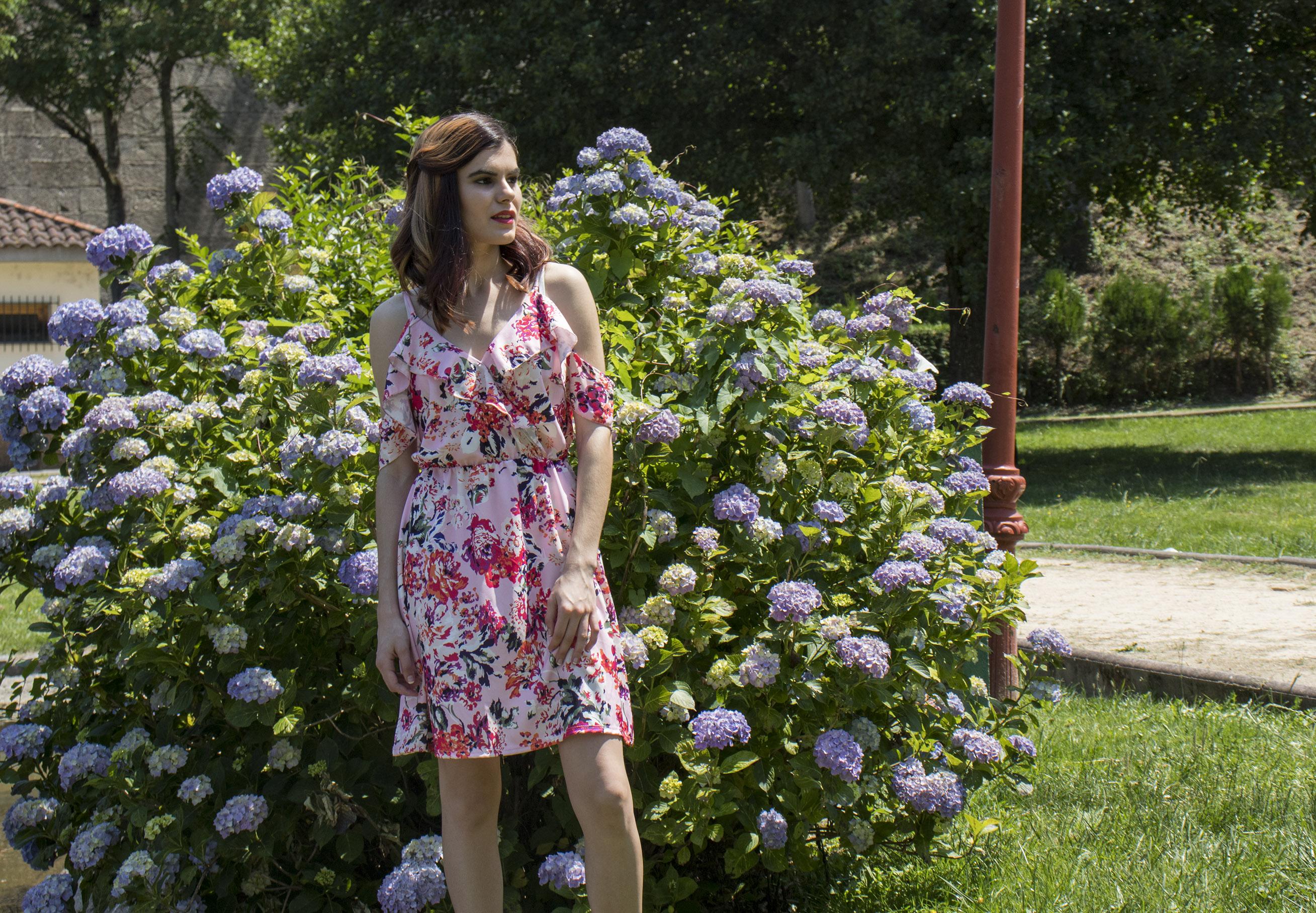 Outit mujer Vestido de flores en un color rosa palo