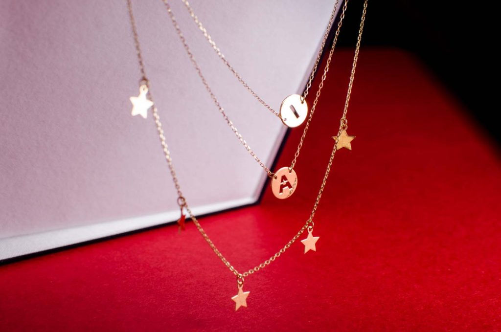 regalo san valentin colgante letras estrellas joyeria suiza-2
