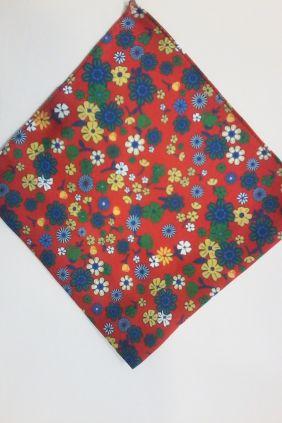 Pañuelo rojo decorativo floral Marco Valenti