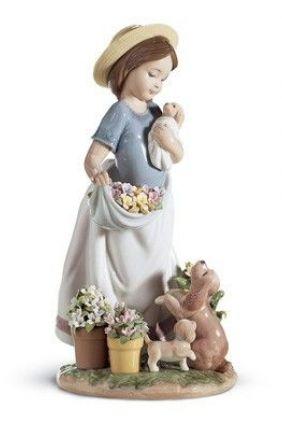 Lladró niña con flores y cachorros 5490
