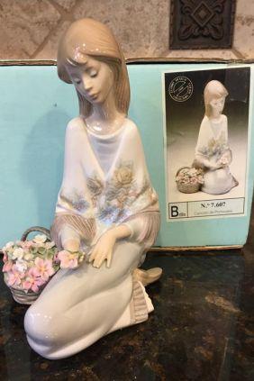 Lladró chica flor collectors society