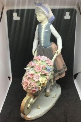 Lladró mujer carretilla flores 01419
