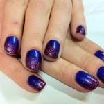 manicura azul purpura