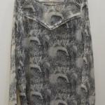 blusa estampada tonos grises