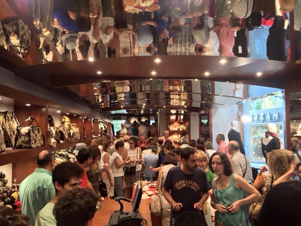 Día de la inauguración de la tienda de Hermanos Barros en la Rúa Lamas Carvajal.