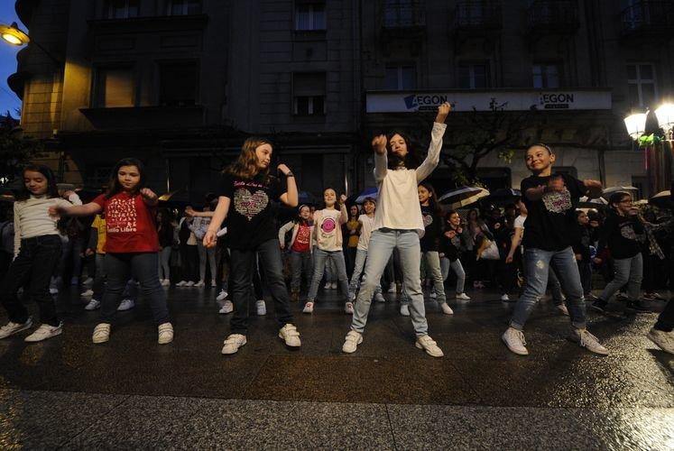 Shopping nigth Ourense 24-4-15 Baile estilo libre
