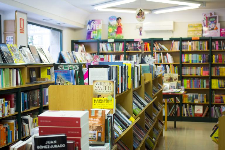 interior de la librería katedra