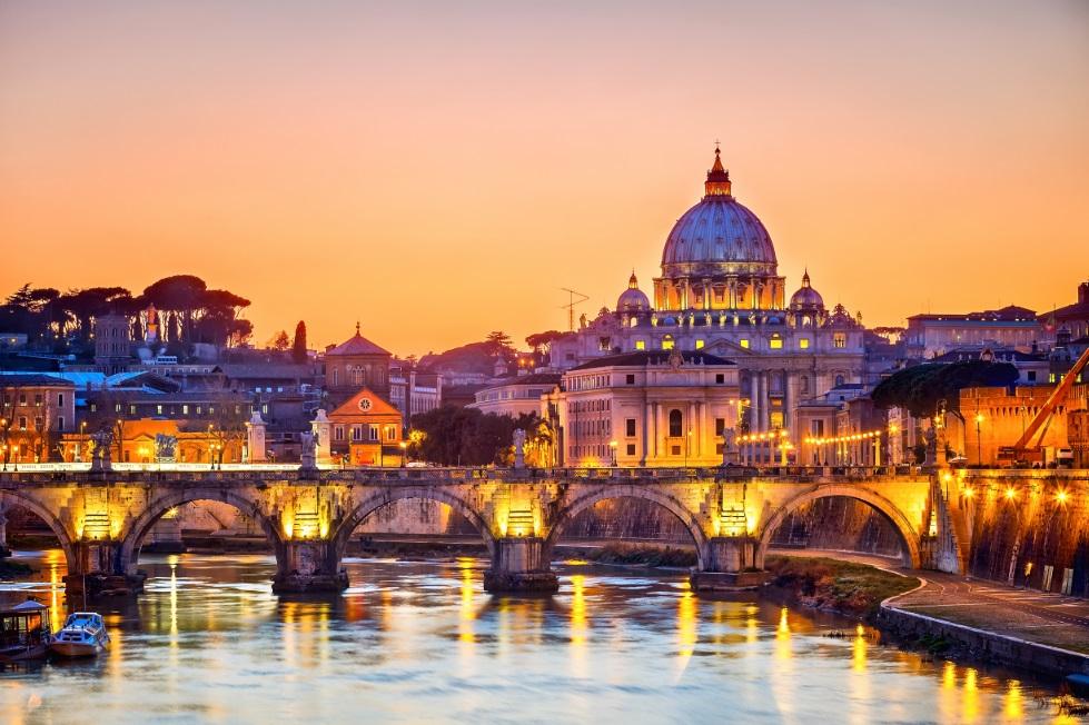 Vista nocturna de Roma.