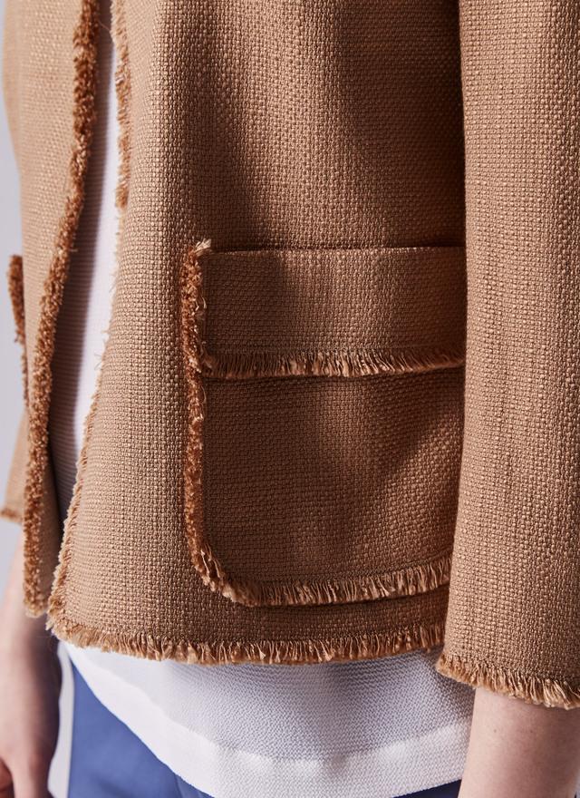chaqueta detalle marron