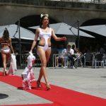 El I Desfile Primavera-Verano de Ourense deslumbra la Praza Maior
