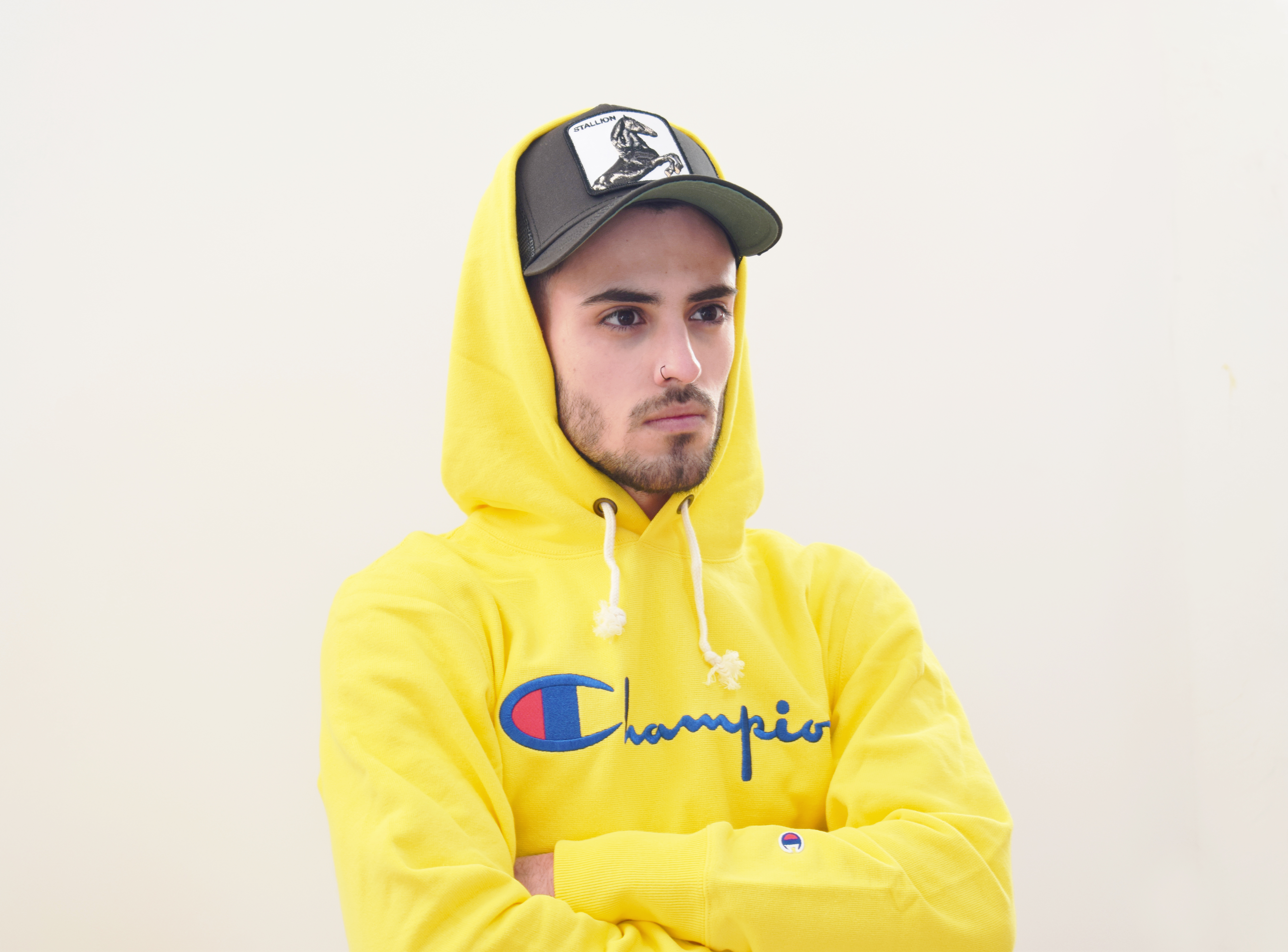 sudadera-amarilla-champion