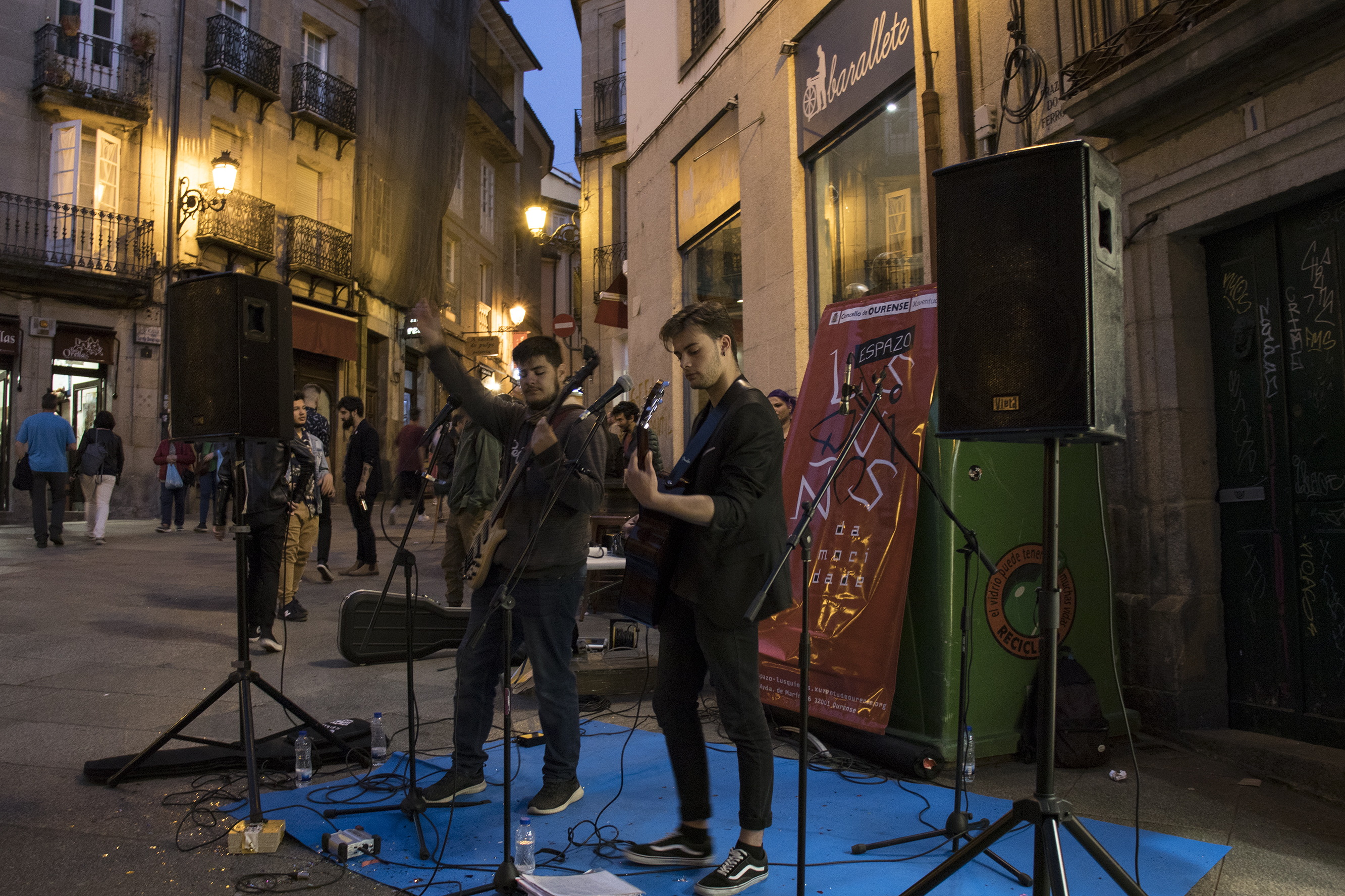 Concierto de Mind the Gap en la Shopping Night